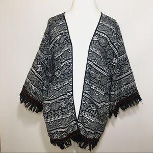 Sweaters - Aztec print fringe sleeve black white kimono style